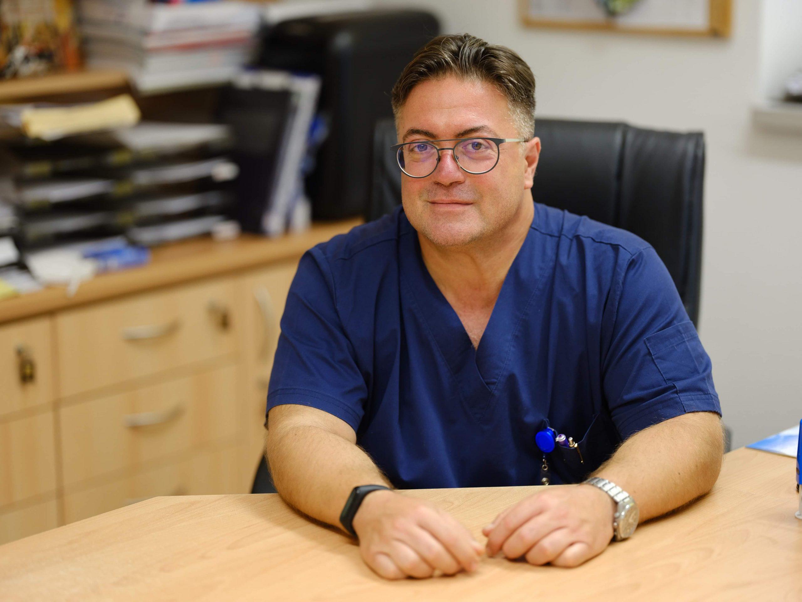 """""""Elkötelezettség, munkabírás és a betegek iránti szeretet szükséges ahhoz, hogy valaki jó orvossá váljon"""""""